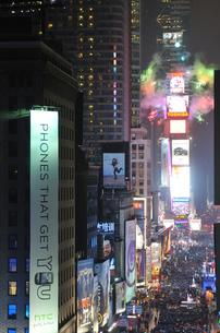 タイムズスクエア大晦日のカウントダウンの写真素材 [FYI00060415]