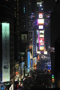 タイムズスクエア大晦日のカウントダウンの写真素材 [FYI00060416]
