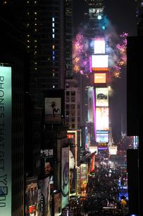 タイムズスクエア大晦日のカウントダウンの写真素材 [FYI00060422]