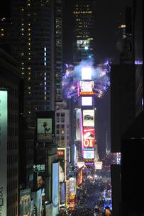 タイムズスクエア大晦日のカウントダウンの写真素材 [FYI00060424]