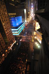 タイムズスクエア大晦日のカウントダウンの写真素材 [FYI00060428]