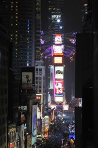 タイムズスクエア大晦日のカウントダウンの写真素材 [FYI00060431]