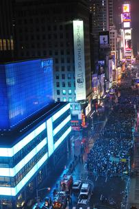 タイムズスクエア大晦日のカウントダウンの写真素材 [FYI00060443]