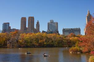 秋のセントラルパークの写真素材 [FYI00060547]