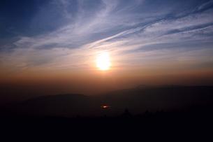 夕日と水田の写真素材 [FYI00061015]