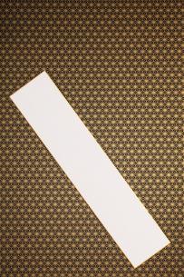 金刷りの和柄千代紙と短冊の写真素材 [FYI00061199]