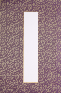 紫色の布表装の短冊の写真素材 [FYI00061223]
