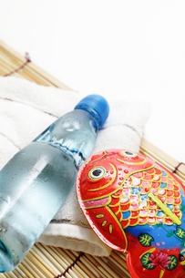 ブリキの金魚とラムネで夏イメージの素材 [FYI00061346]