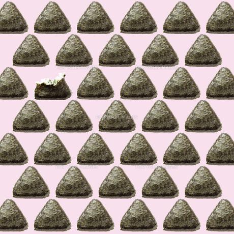 おにぎりの地紋パターンの写真素材 [FYI00061354]