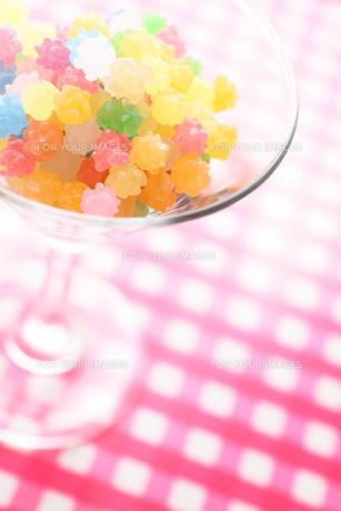 カクテルグラスの金平糖の素材 [FYI00061365]