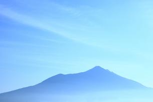 早朝の筑波山の山並みの写真素材 [FYI00061421]