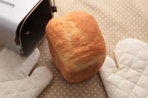 ホームベーカリーで焼いた食パンの写真素材 [FYI00061499]
