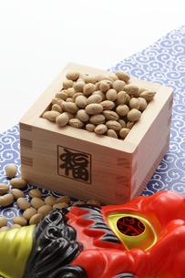 福豆と赤鬼のお面の写真素材 [FYI00061508]