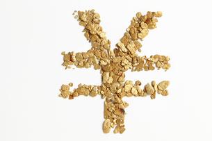 砂金を並べて円記号の写真素材 [FYI00061572]