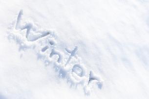 雪に書いたWinterの素材 [FYI00061621]