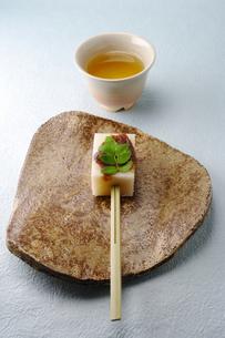 田楽風の和菓子の写真素材 [FYI00061713]