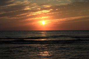 夕日と海の写真素材 [FYI00061861]
