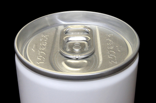 ドリンク缶上部 無地 黒バックの写真素材 [FYI00061886]