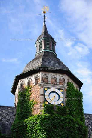 ドイツ デュッセルドルフ 市庁舎の時計台の写真素材 [FYI00062553]