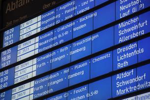 ドイツ鉄道 駅の電光掲示板の写真素材 [FYI00062876]
