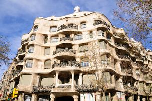 スペイン バルセロナ カサ・ミラの写真素材 [FYI00062988]