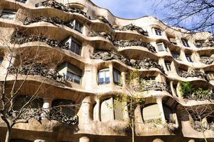 スペイン バルセロナ カサ・ミラの写真素材 [FYI00063006]