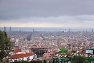 スペイン グエル公園から見たバルセロナ市街の写真素材 [FYI00063031]