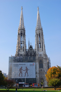 オーストリア ウィーン ヴォティーフ教会の写真素材 [FYI00063041]