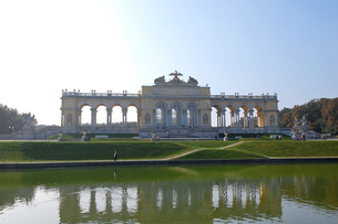オーストリア ウィーン シェーンブルン宮殿のグロリエッテの写真素材 [FYI00063052]