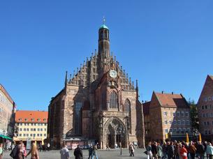 ドイツ ニュルンベルク フラウエン教会の写真素材 [FYI00063060]