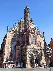 ドイツ ニュルンベルク フラウエン教会の写真素材 [FYI00063061]