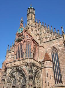 ドイツ ニュルンベルク フラウエン教会の写真素材 [FYI00063082]