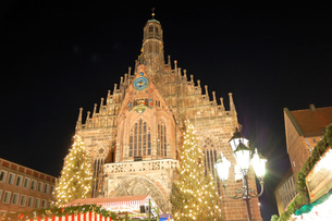 ドイツ ニュルンベルク クリスマスイルミネーションの写真素材 [FYI00063401]
