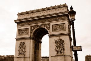 フランス パリ 凱旋門 セピアの素材 [FYI00063473]