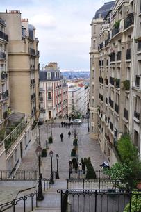 フランス パリ モンマルトルの階段の写真素材 [FYI00063488]