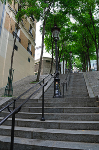 フランス パリ モンマルトルの階段の写真素材 [FYI00063757]