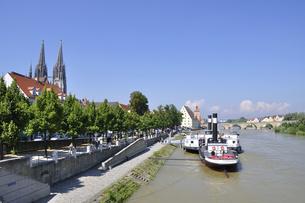 ドイツ レーゲンスブルク ドナウ川と旧市街の町並みの写真素材 [FYI00063848]