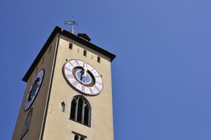 ドイツ レーゲンスブルク 旧市庁舎の時計塔の写真素材 [FYI00063863]