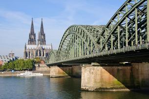 ドイツ ケルン大聖堂とホーエンツォレルン橋の素材 [FYI00064322]