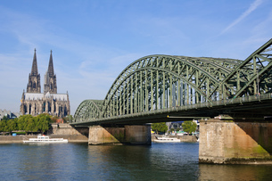 ドイツ ケルン大聖堂とホーエンツォレルン橋の素材 [FYI00064339]