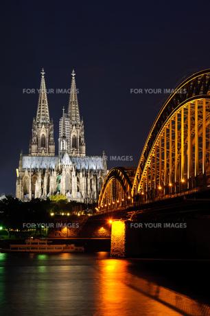 ドイツ ケルン大聖堂とホーエンツォレルン橋の素材 [FYI00064346]