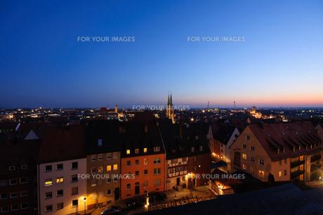 ドイツ ニュルンベルク旧市街の夜景の素材 [FYI00064409]