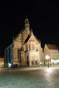 ドイツ ニュルンベルク フラウエン教会の写真素材 [FYI00064418]
