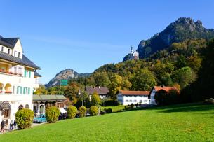 ノイシュヴァンシュタイン城とホーエンシュヴァンガウの村の素材 [FYI00064981]