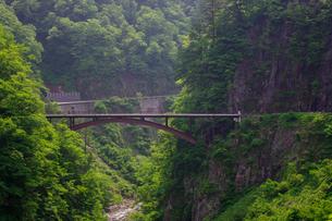 山沿いの橋の素材 [FYI00065613]