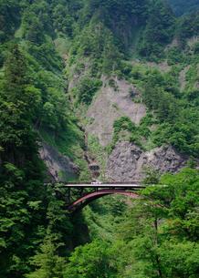 山沿いの橋の素材 [FYI00065614]
