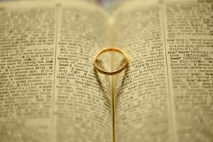 母の日 金色の指輪の素材 [FYI00069242]