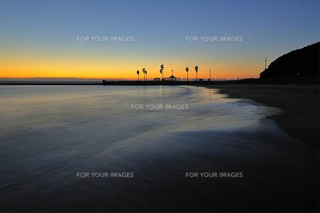 黄昏の渚の写真素材 [FYI00069251]