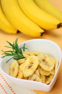 バナナチップスの写真素材 [FYI00069810]