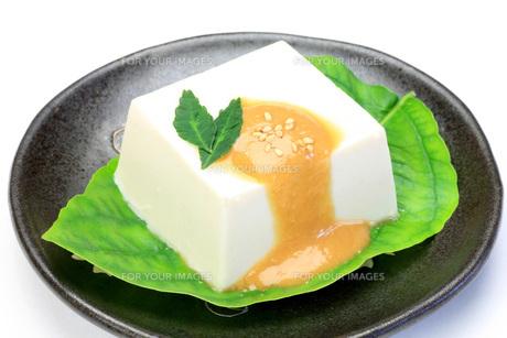 ごま豆腐の写真素材 [FYI00070200]